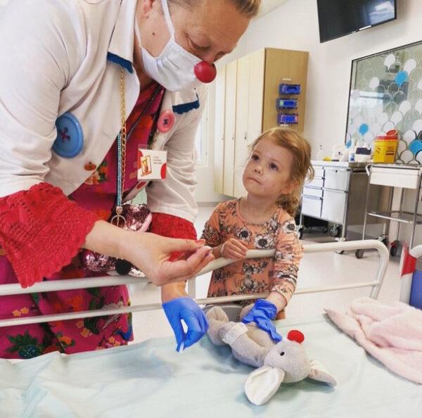 Sairaalaklovni, hiiri ja lapsi